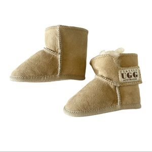 NWOT Classic UGG Australia Baby Uggs real genuine sheepskin winter fleece boots♡